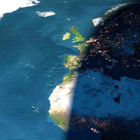Заход Солнца над Европой и Африкой в цифровом формате